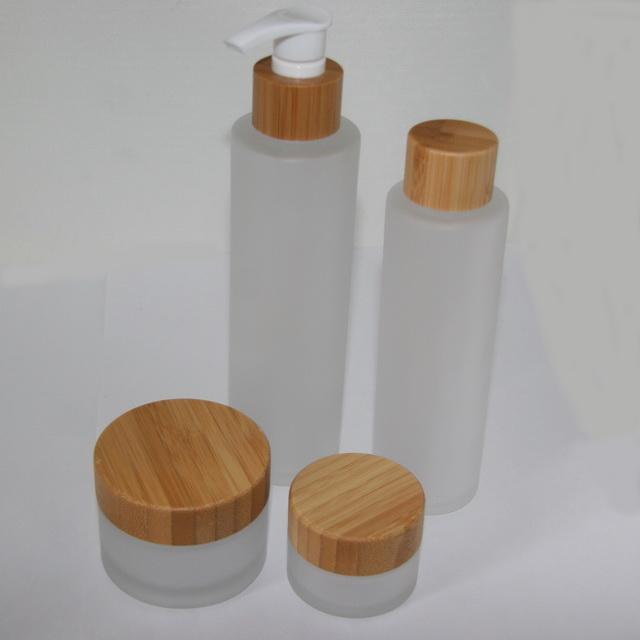 Набор баночек и флаконов фростированное стекло-дерево